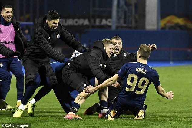 Tottenham thua ngược khó tin, HLV Jose Mourinho nổi cơn tam bành - Ảnh 1.