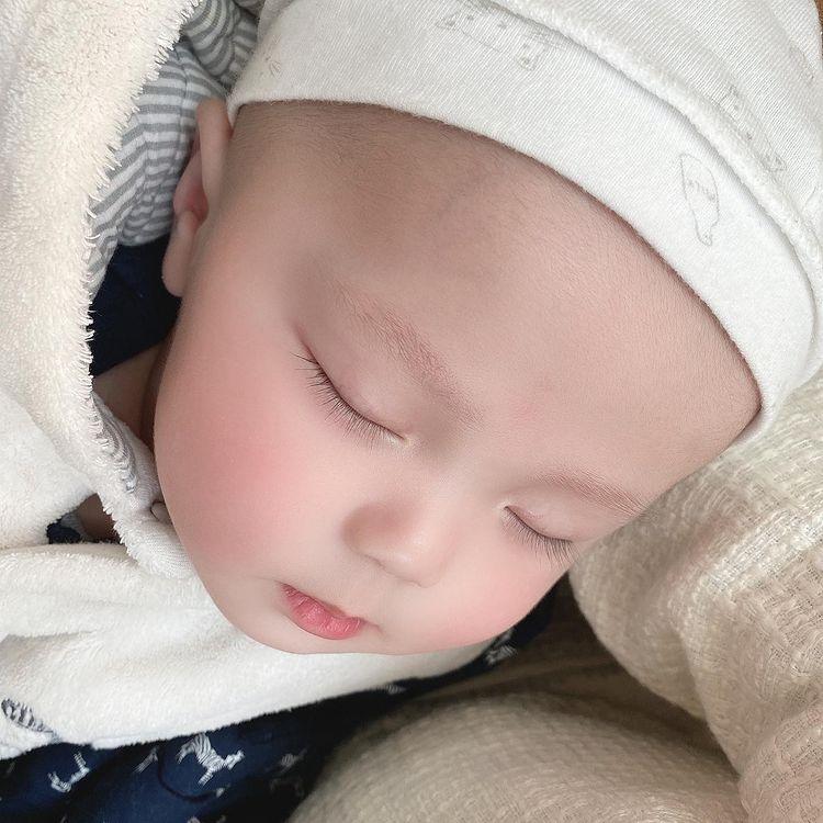 Ngắm loạt ảnh xinh yêu của con trai Duy Mạnh: Thiên thần chính là mang dáng vẻ thế này đây - ảnh 5