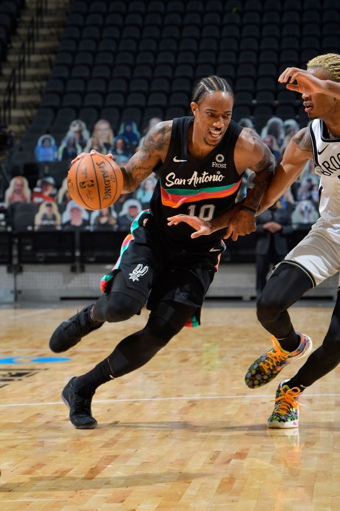 """Kyrie Irving trở lại, Brooklyn Nets vẫn """"xém chết"""" trước San Antonio Spurs - Ảnh 3."""