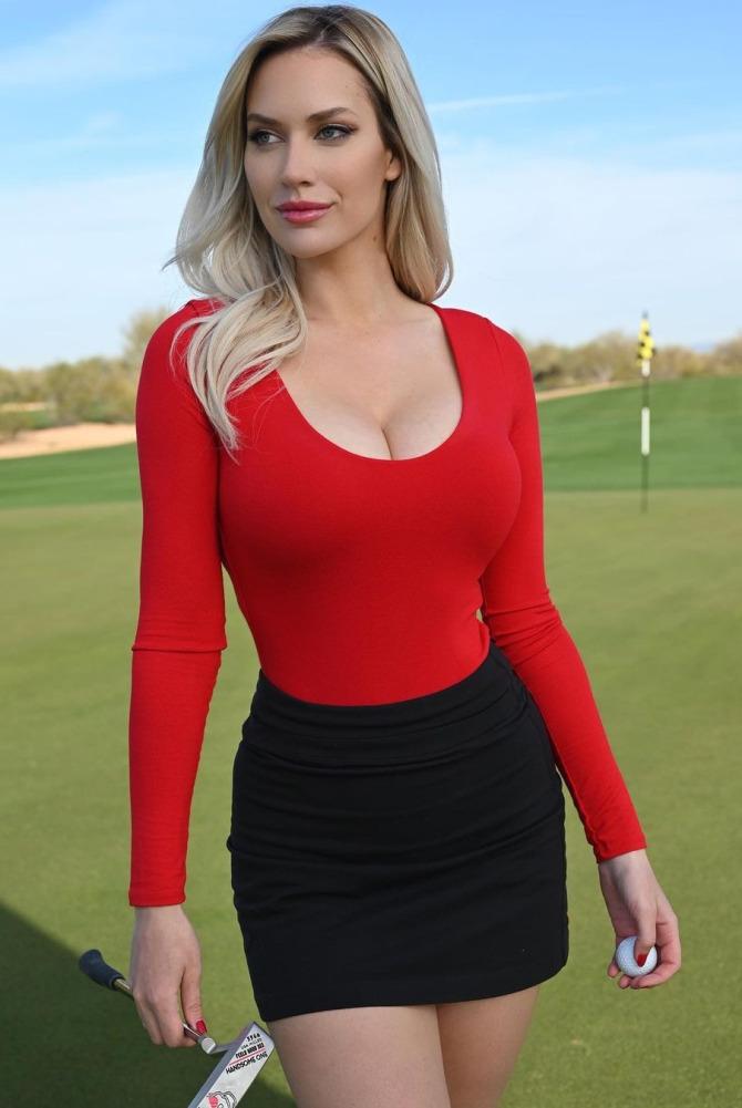 Nữ golfer quyến rũ nhất thế giới bảo vệ đồng nghiệp bị ném đá vì không mặc áo ủng hộ huyền thoại Tiger Woods - ảnh 2
