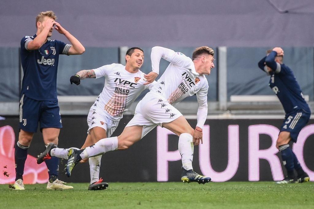 Đồng đội Ronaldo mắc sai lầm tai hại, Juve thua sốc tân binh - Ảnh 6.