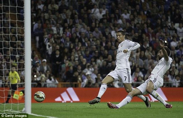 Những khoảnh khắc Ronaldo mất bình tĩnh đến cực độ - Ảnh 6.