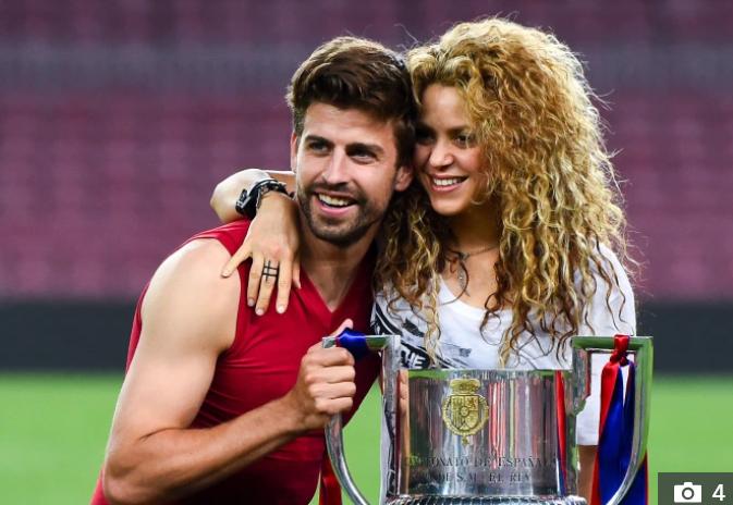 Fan của đội bóng nhà giàu nước Pháp giăng biểu ngữ ám chỉ nữ ca sĩ Shakira là gái mại dâm - Ảnh 3.