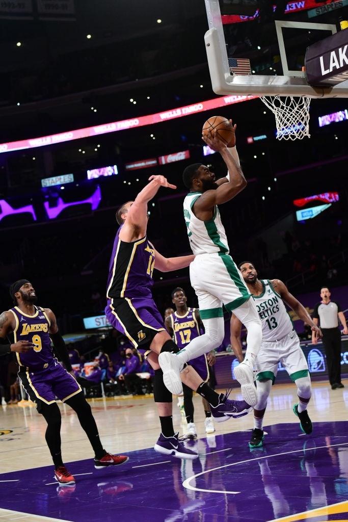 Jaylen Brown hóa người hùng Hollywood, bóp nghẹt Los Angeles Lakers - Ảnh 2.