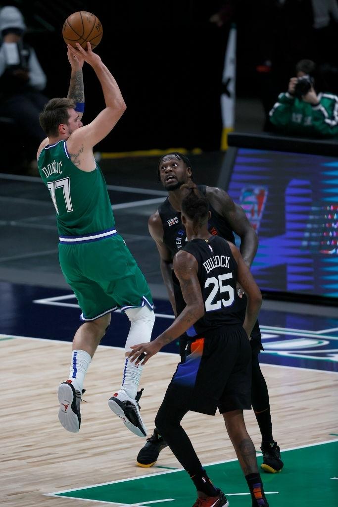 """Julius Randle """"chơi game"""" cũng lập kỷ lục trước Dallas Mavericks - Ảnh 3."""