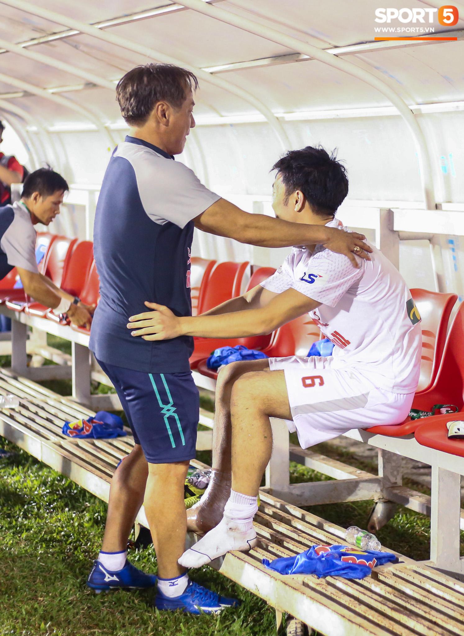 Nguyễn Tuấn Anh ăn mừng cực dị cùng Hữu Tuấn sau trận thắng Hà Nội FC - ảnh 6
