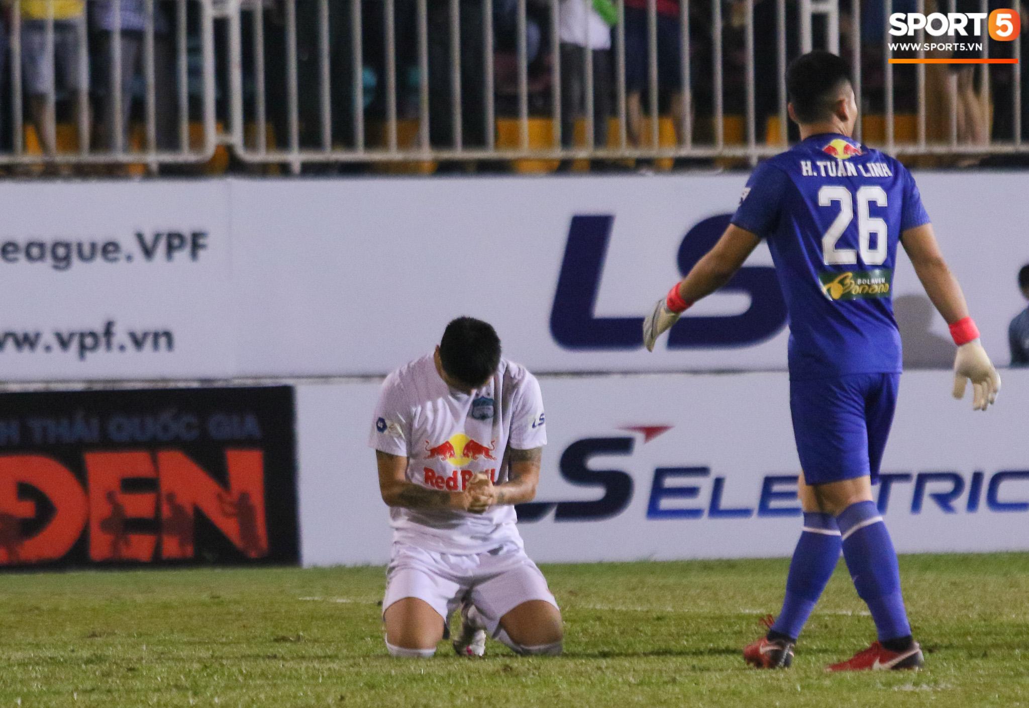 Nguyễn Tuấn Anh ăn mừng cực dị cùng Hữu Tuấn sau trận thắng Hà Nội FC - ảnh 10