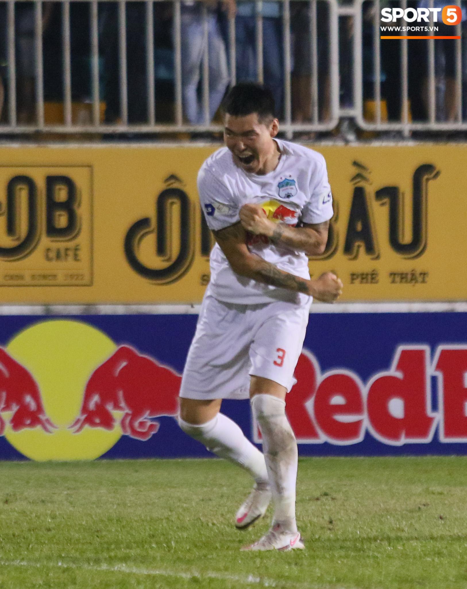 Nguyễn Tuấn Anh ăn mừng cực dị cùng Hữu Tuấn sau trận thắng Hà Nội FC - ảnh 11
