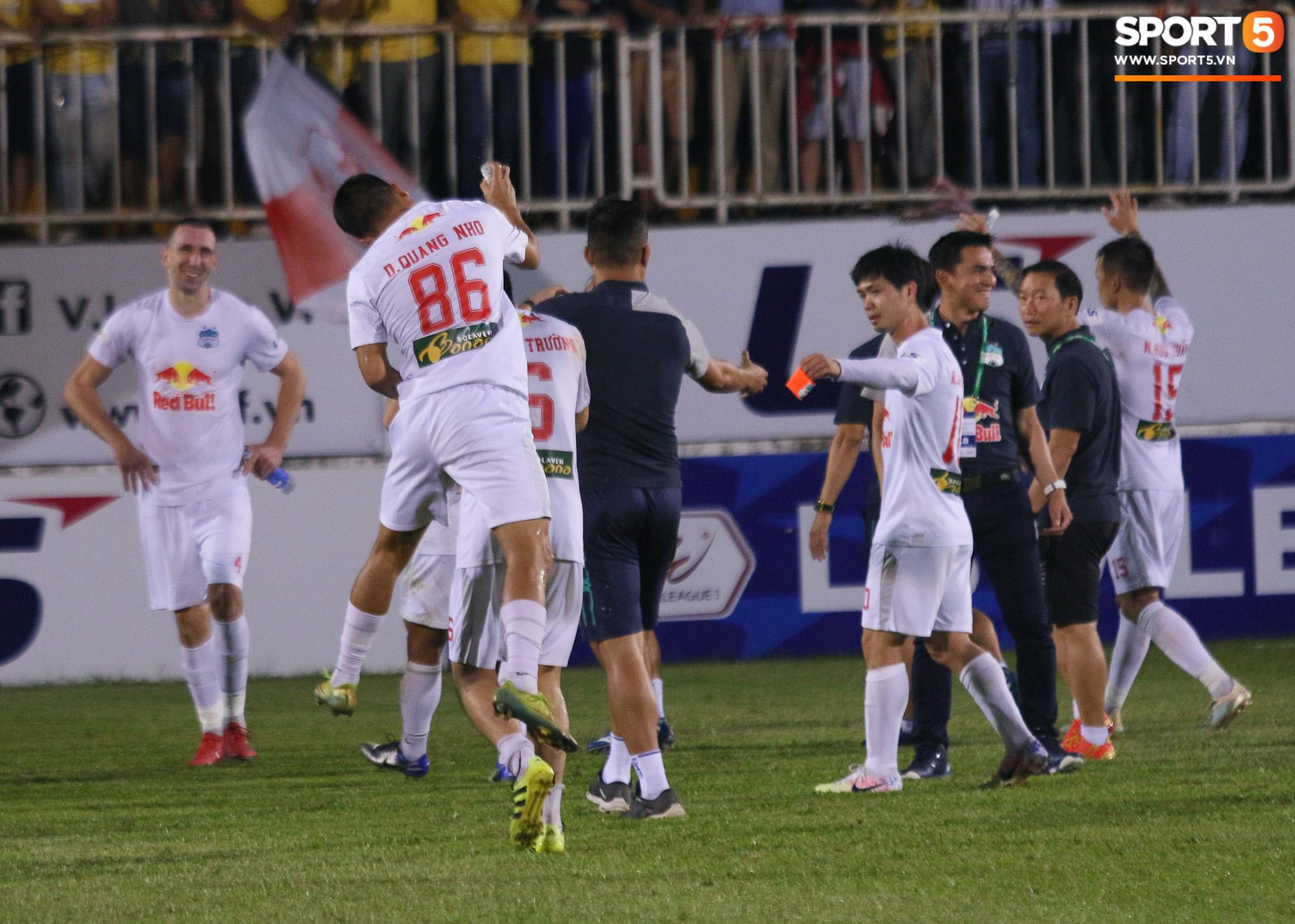 Nguyễn Tuấn Anh ăn mừng cực dị cùng Hữu Tuấn sau trận thắng Hà Nội FC - ảnh 16