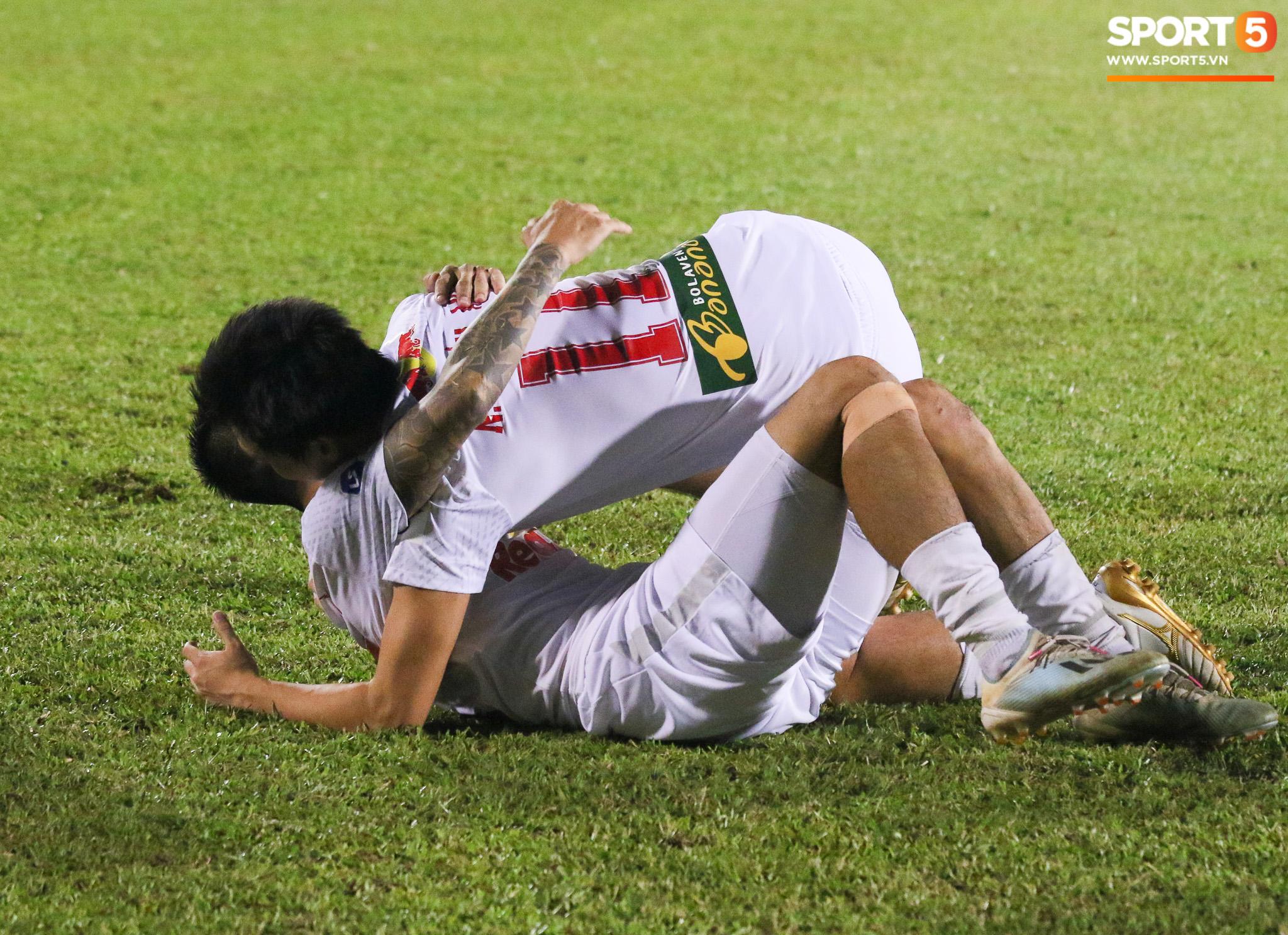 Nguyễn Tuấn Anh ăn mừng cực dị cùng Hữu Tuấn sau trận thắng Hà Nội FC - ảnh 3