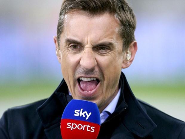 Huyền thoại Gary Neville rớm nước mắt: Tôi ghê tởm MU và Liverpool - Ảnh 1.