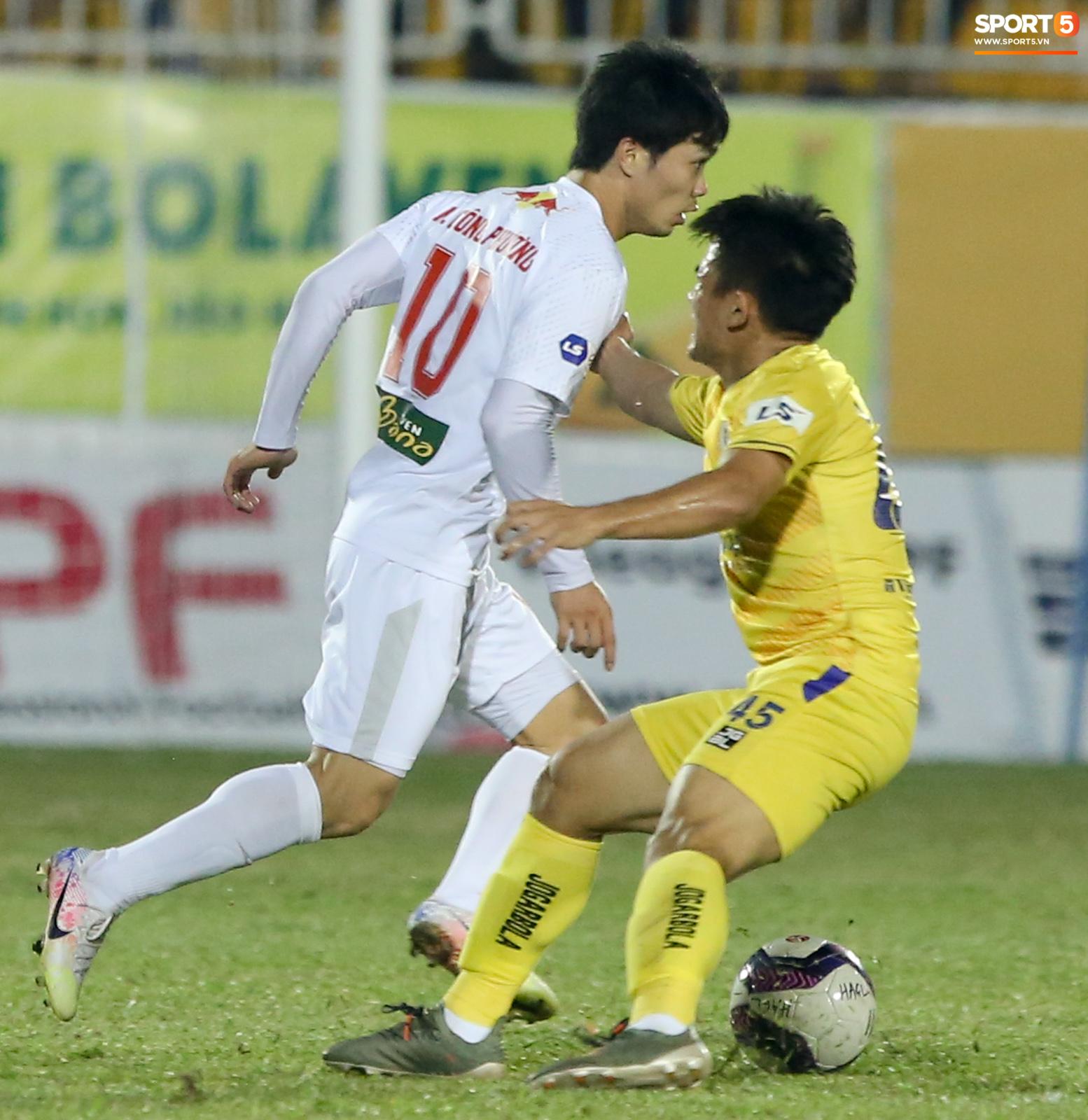 Công Phượng bị Văn Toàn vái lạy, gọi là đồ tham lam sau pha bóng trong trận thắng Hà Nội FC - ảnh 6