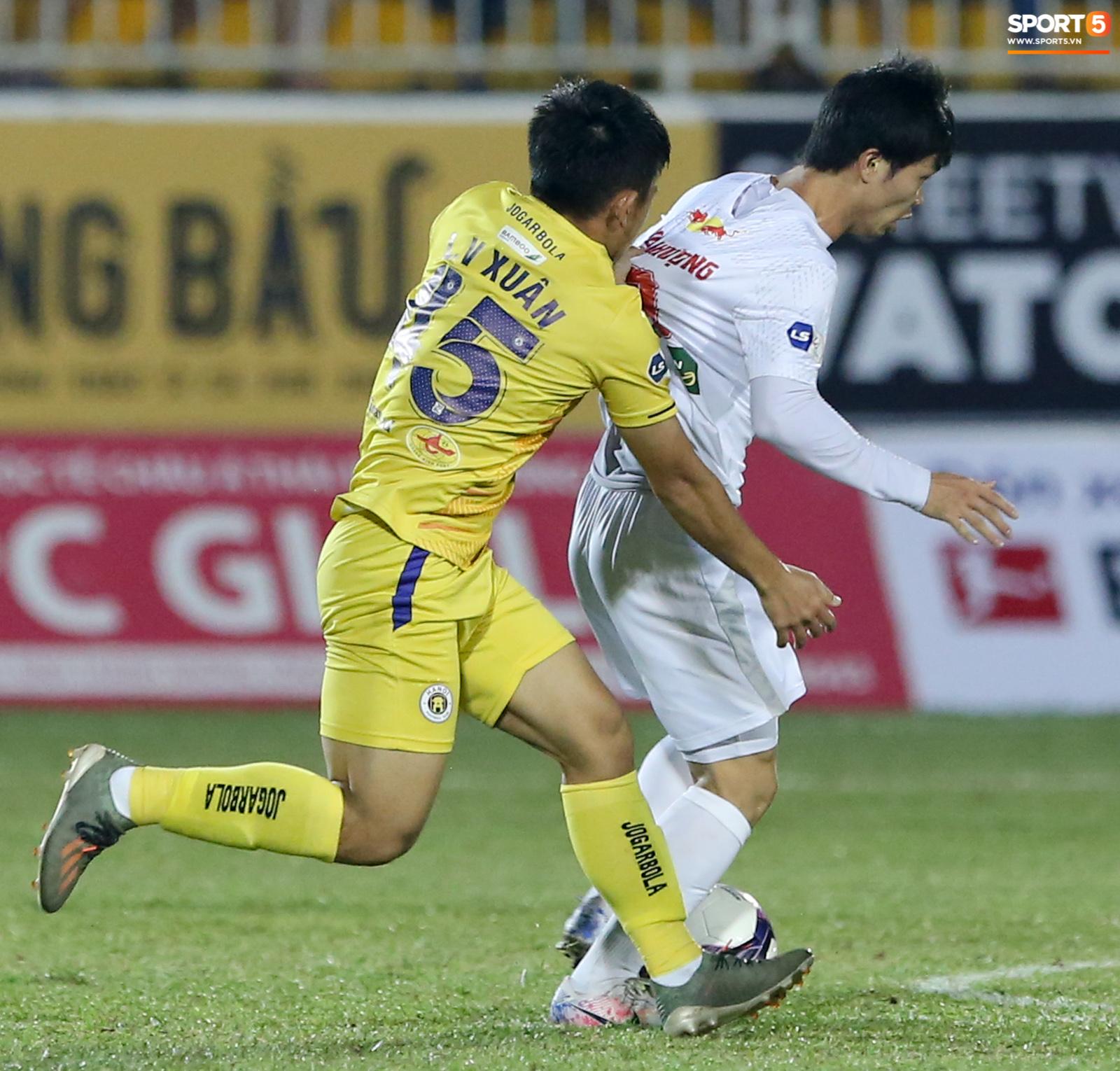 Công Phượng bị Văn Toàn vái lạy, gọi là đồ tham lam sau pha bóng trong trận thắng Hà Nội FC - ảnh 5
