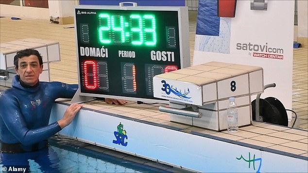 VĐV đối mặt với hiểm nguy, phá kỷ lục Guinness - nhịn thở dưới nước gần nửa giờ - nhờ nguồn cảm hứng từ cô con gái đáng thương - Ảnh 1.