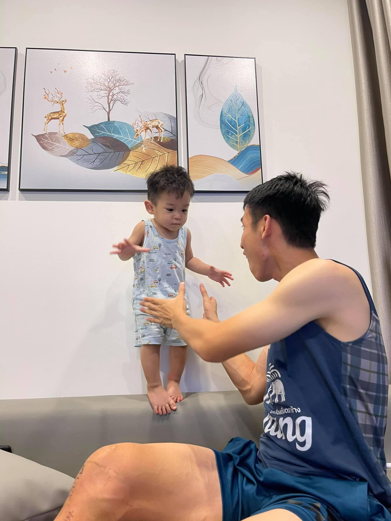 Con trai Hùng Dũng nước mắt lã chã khi mẹ đưa bố vào Sài Gòn điều trị chấn thương - ảnh 5