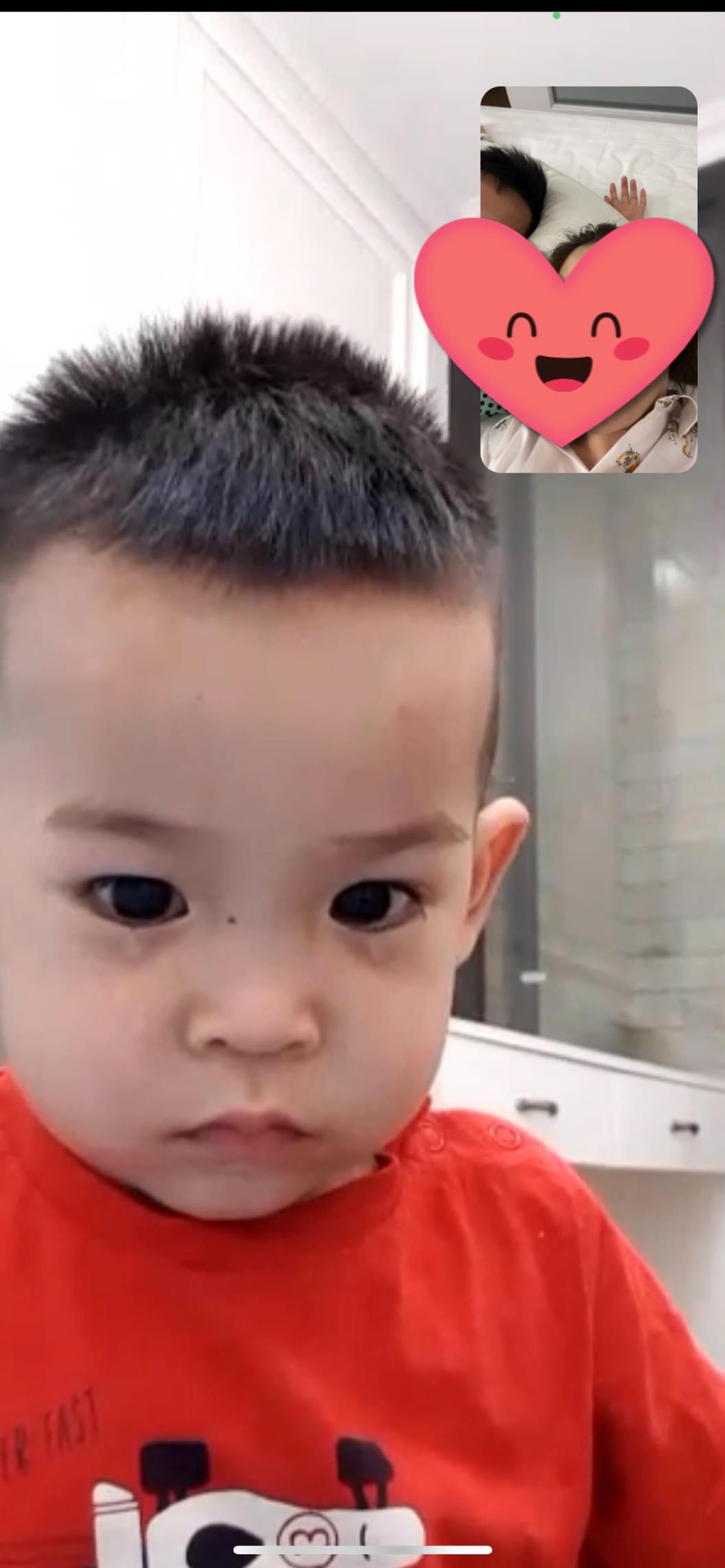 Con trai Hùng Dũng nước mắt lã chã khi mẹ đưa bố vào Sài Gòn điều trị chấn thương - ảnh 1