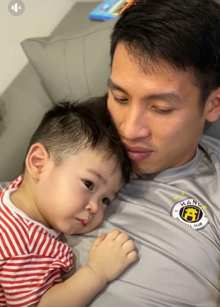 Con trai Hùng Dũng nước mắt lã chã khi mẹ đưa bố vào Sài Gòn điều trị chấn thương - ảnh 4