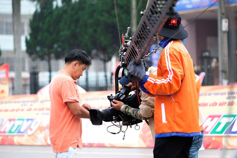 Những hình ảnh tác nghiệp ấn tượng trên tuyến đường dài 2.450km tại Cúp Truyền hình TP. Hồ Chí Minh - ảnh 5