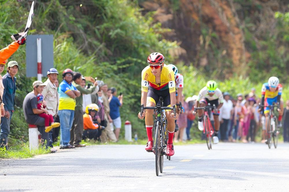 Loic Desriac giành chiến thắng trong sự ngả mũ thán phục - Ảnh 2.