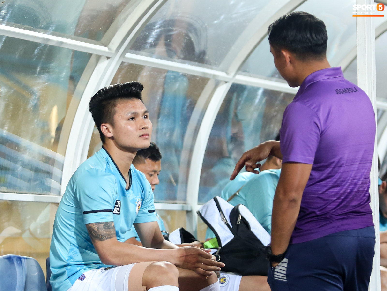 Cầu thủ Hà Nội FC xem HAGL thi đấu qua điện thoại, thất vọng khi Công Phượng ghi bàn - ảnh 6