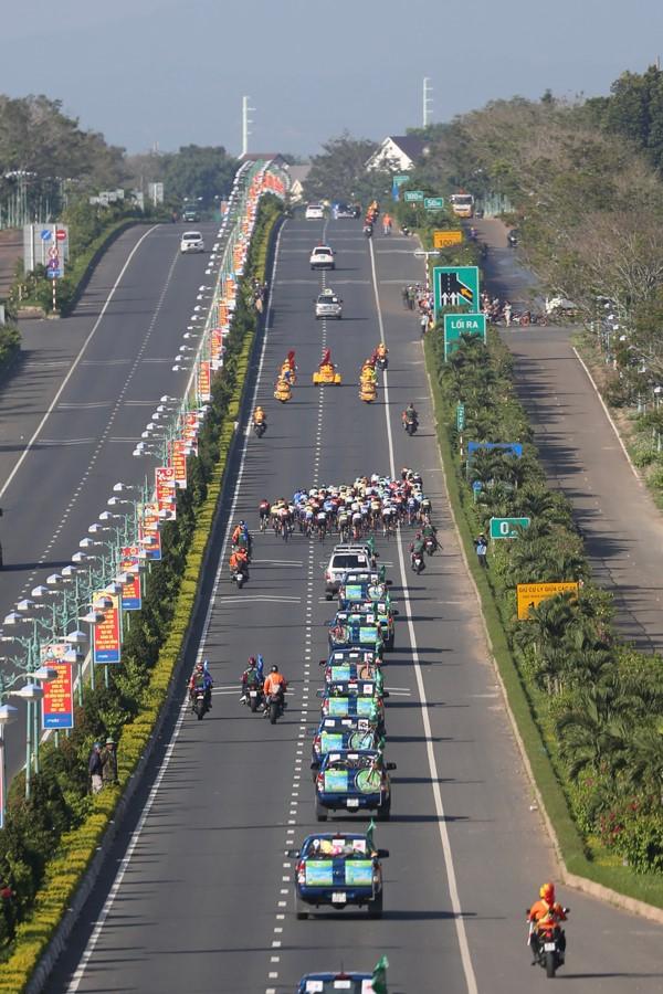 Nguyễn Minh Thiện giúp đua xe đạp Vĩnh Long lần đầu thắng chặng - ảnh 5