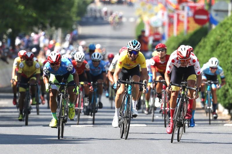 Nguyễn Minh Thiện giúp đua xe đạp Vĩnh Long lần đầu thắng chặng - ảnh 10