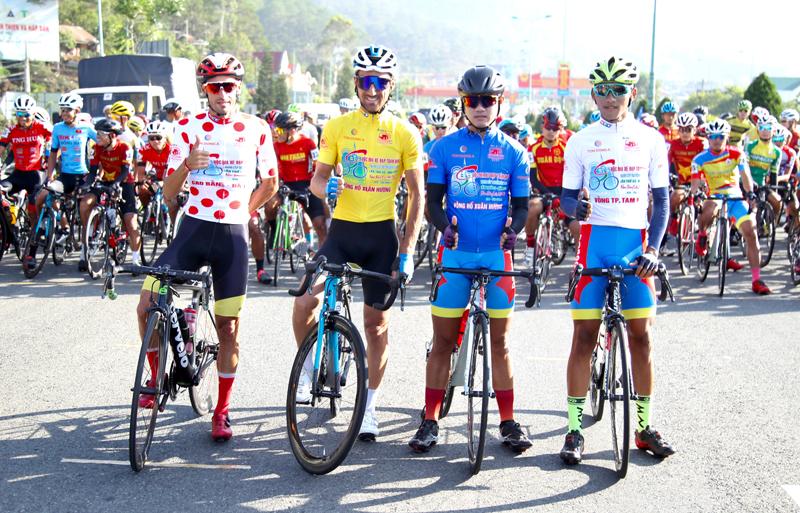 Nguyễn Minh Thiện giúp đua xe đạp Vĩnh Long lần đầu thắng chặng - ảnh 2