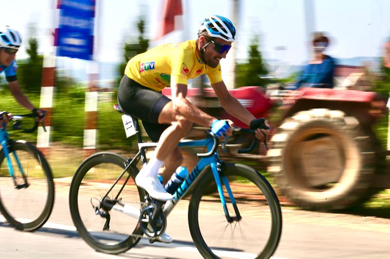 Nguyễn Minh Thiện giúp đua xe đạp Vĩnh Long lần đầu thắng chặng - ảnh 8