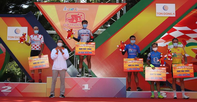 Nguyễn Minh Thiện giúp đua xe đạp Vĩnh Long lần đầu thắng chặng - ảnh 11
