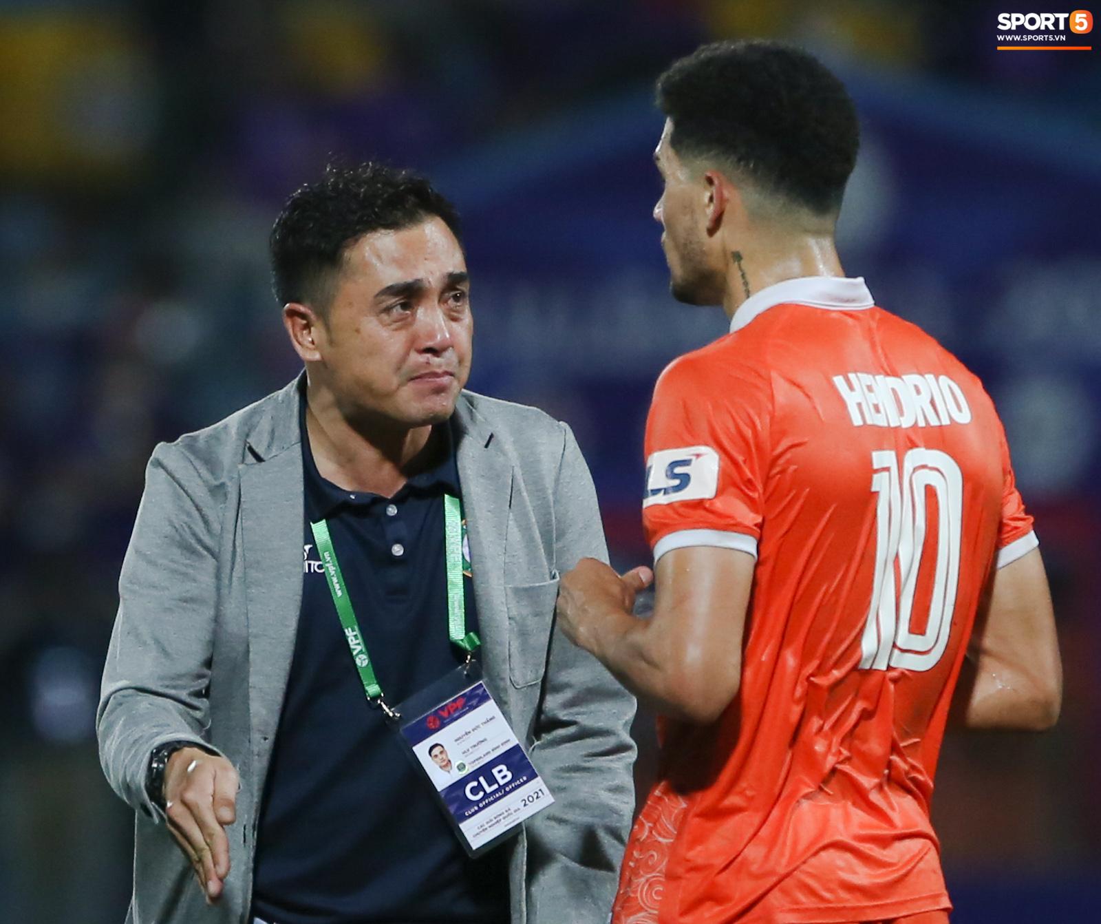 Cựu cầu thủ U16 Barca nằm sân câu giờ, bị HLV Bình Định mắng không hiểu gì về bóng đá Việt Nam - ảnh 8