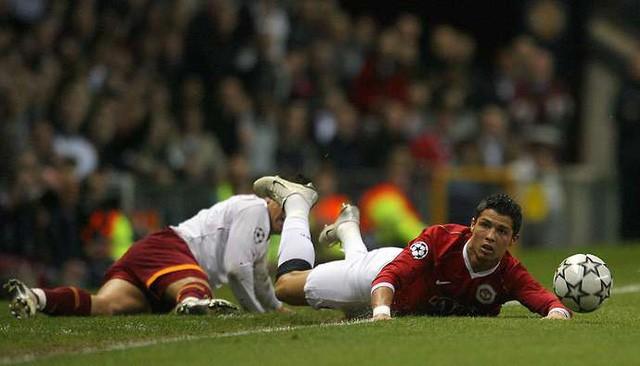 Đồng nghiệp kể lại khoảnh khắc bị Ronaldo phũ trên sân - Ảnh 3.