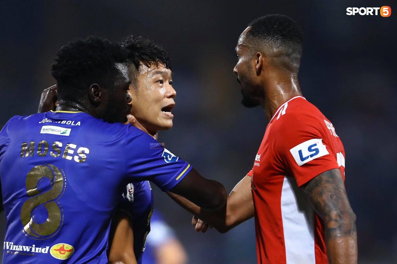 Thành Chung và ngoại binh bóp cổ nhau, trận Hà Nội FC đấu Viettel cực nóng - ảnh 6