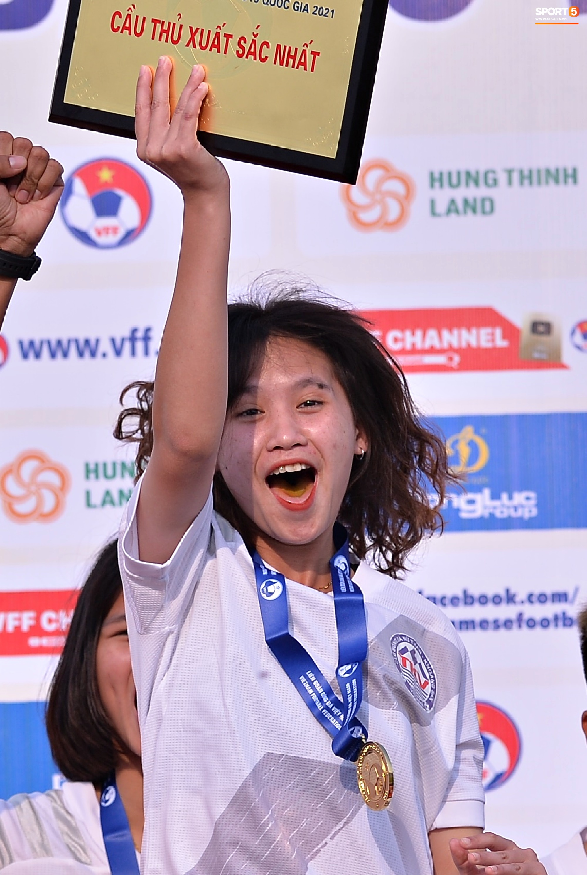 Dàn gái xinh rạng rỡ, đáng yêu trong ngày bế mạc giải bóng đá Nữ Vô địch U19 Quốc gia 2021 - ảnh 6