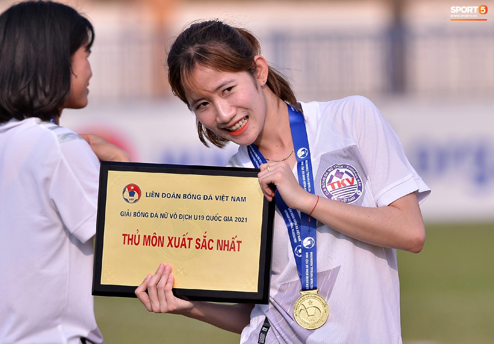 Dàn gái xinh rạng rỡ, đáng yêu trong ngày bế mạc giải bóng đá Nữ Vô địch U19 Quốc gia 2021 - ảnh 5