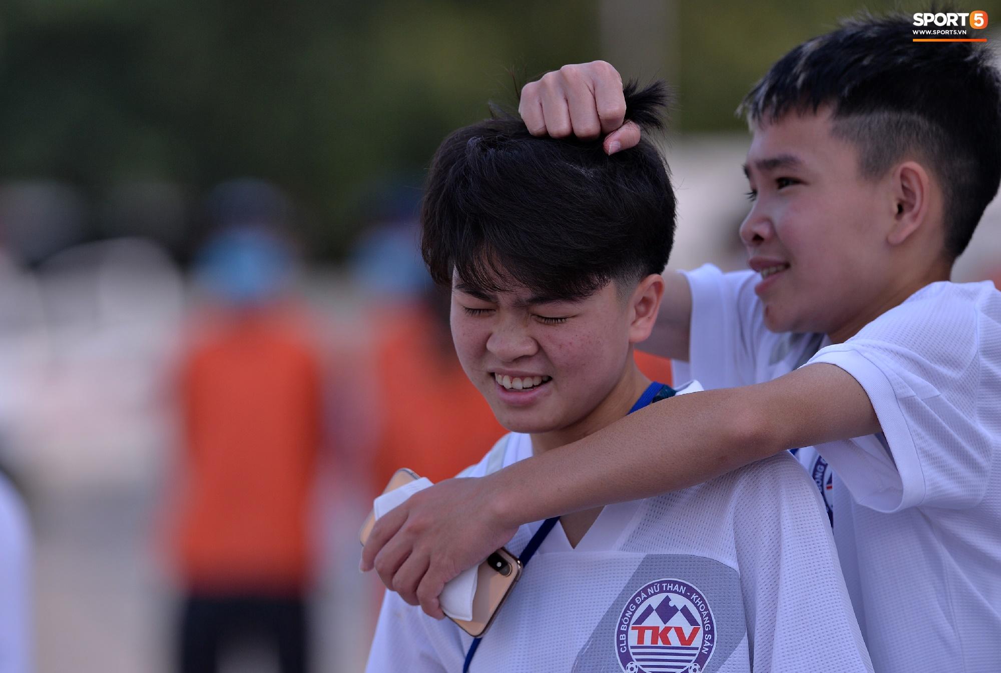 Dàn gái xinh rạng rỡ, đáng yêu trong ngày bế mạc giải bóng đá Nữ Vô địch U19 Quốc gia 2021 - ảnh 8