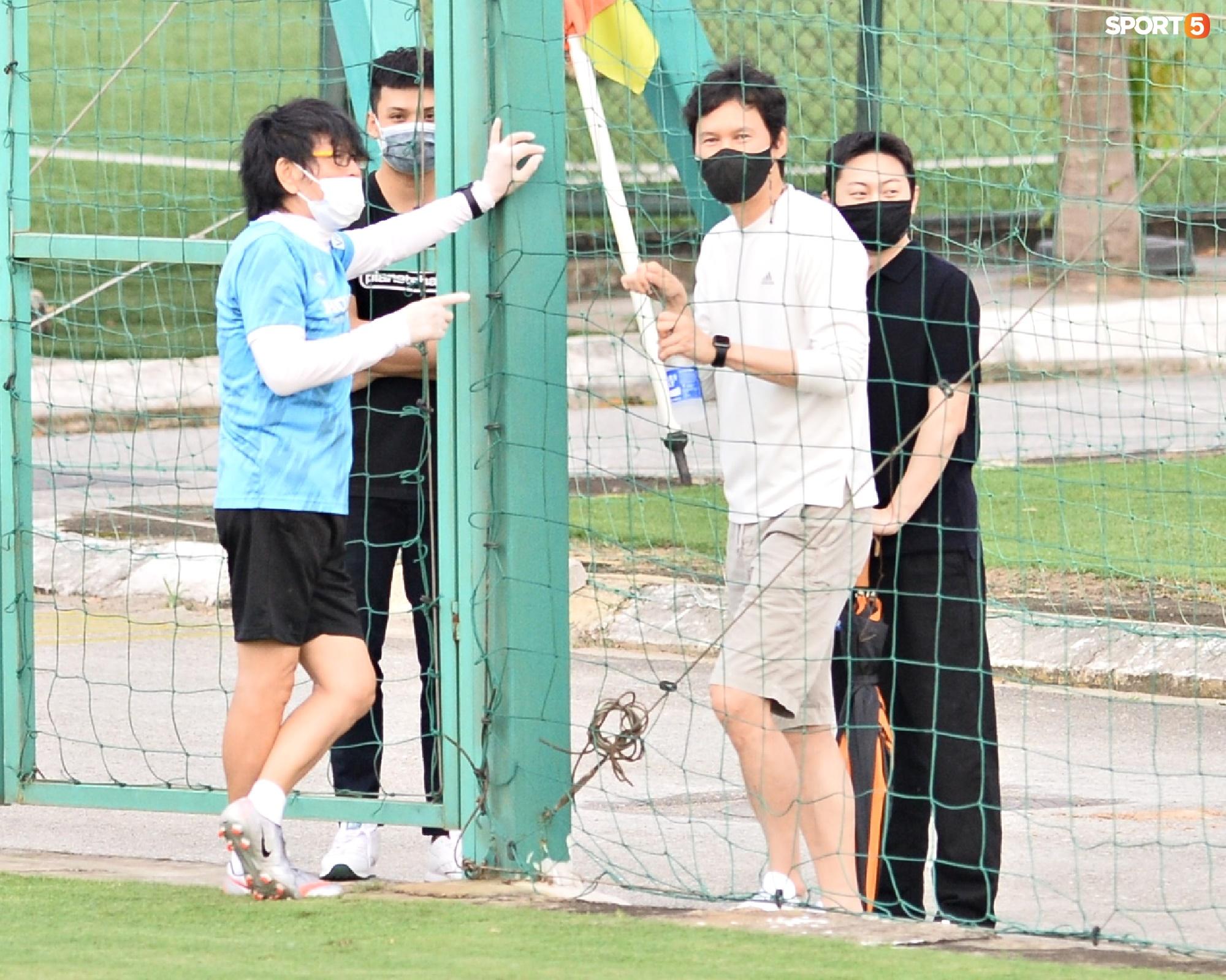 Chuyên gia 9x của CLB Hà Nội bất ngờ thị sát đội tuyển Việt Nam tập luyện - Ảnh 1.
