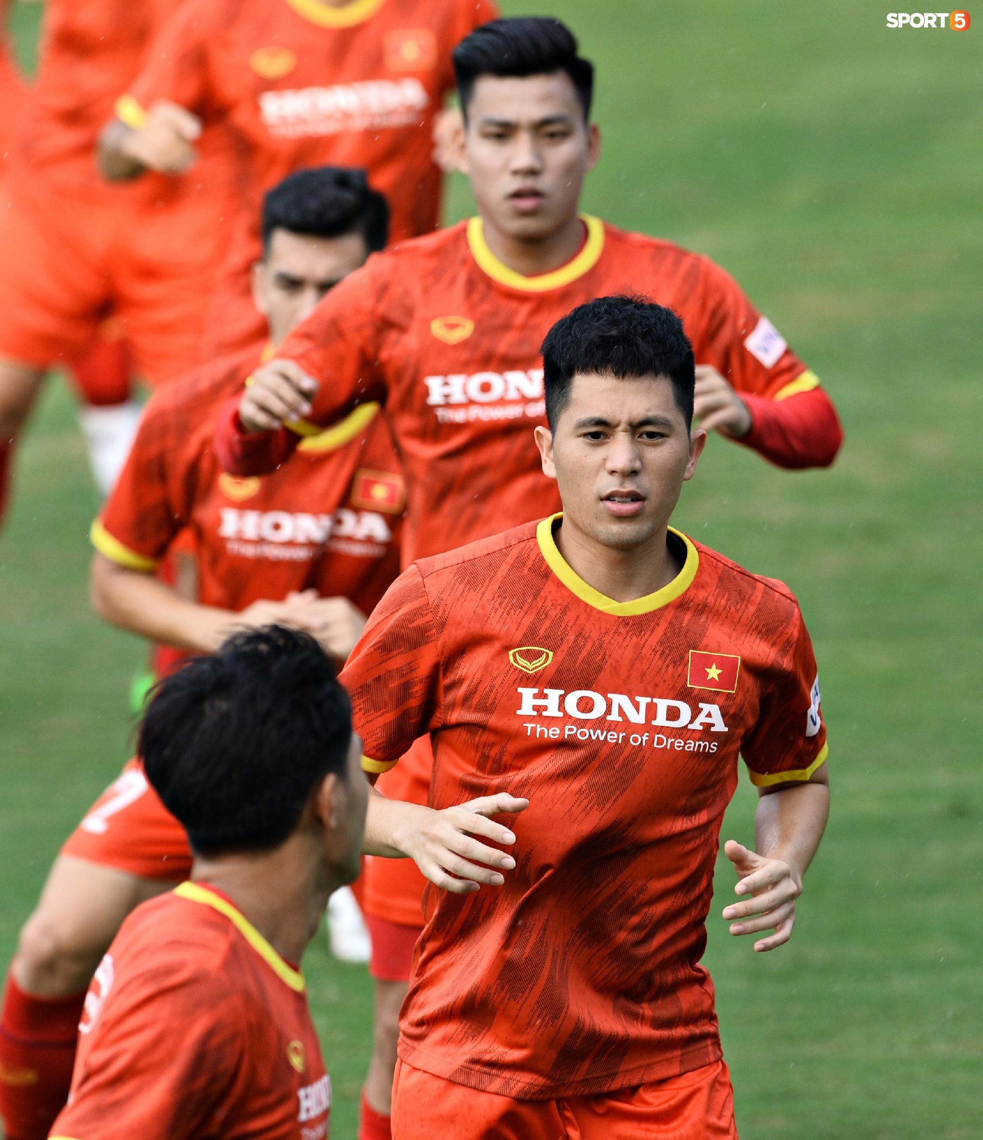 Chuyên gia 9x của CLB Hà Nội bất ngờ thị sát đội tuyển Việt Nam tập luyện - Ảnh 7.