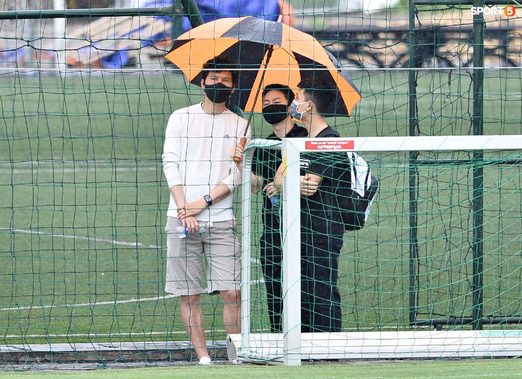Chuyên gia 9x của CLB Hà Nội bất ngờ thị sát đội tuyển Việt Nam tập luyện - Ảnh 4.