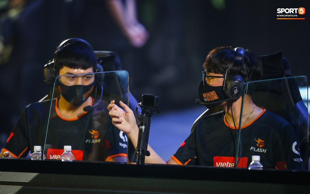 Saigon Phantom và Team Flash: Chung kết không xứng tầm