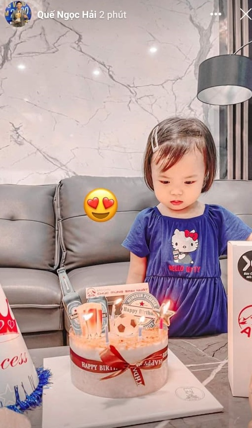 Quế Ngọc Hải được vợ con tổ chức sinh nhật từ xa, chu đáo gửi bánh gato đến tận khách sạn đội tuyển - ảnh 4
