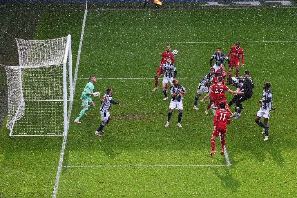Siêu kịch tính: Thủ môn ghi bàn phút bù giờ cuối, Liverpool thắng nghẹt thở để sống lại hy vọng top 4 - Ảnh 7.