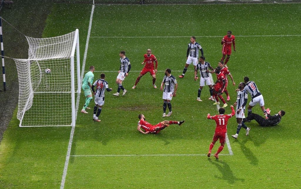 Siêu kịch tính: Thủ môn ghi bàn phút bù giờ cuối, Liverpool thắng nghẹt thở để sống lại hy vọng top 4 - ảnh 9