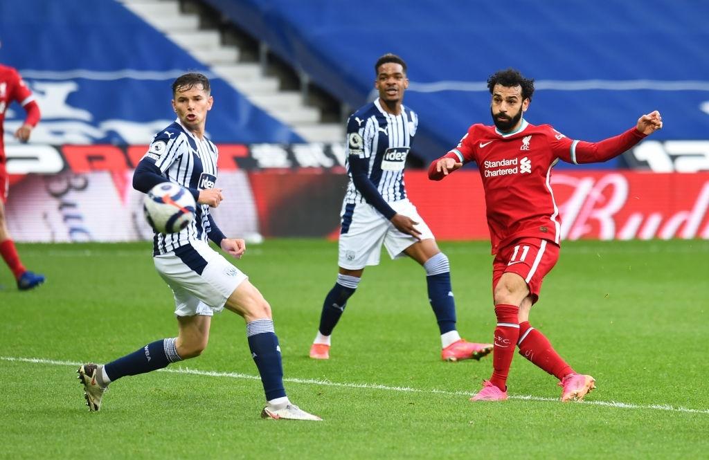 Siêu kịch tính: Thủ môn ghi bàn phút bù giờ cuối, Liverpool thắng nghẹt thở để sống lại hy vọng top 4 - Ảnh 2.