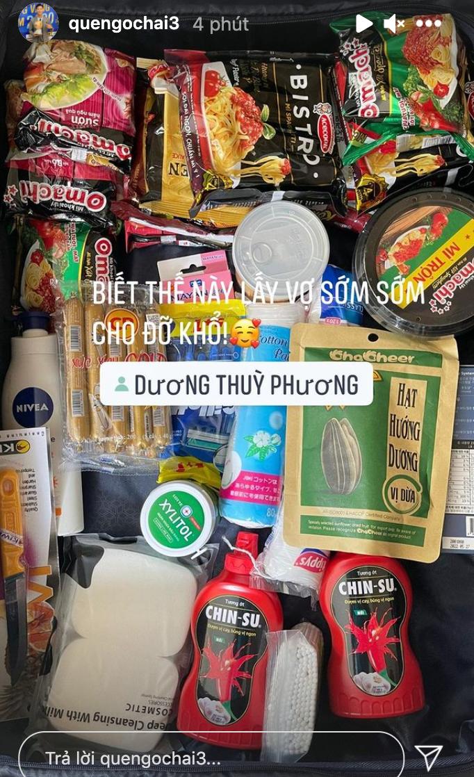 Khám phá list đồ ăn vặt được tuyển thủ Việt Nam mang sang UAE: Mỳ tôm, nem chua và cả gia vị thần thánh  - Ảnh 4.