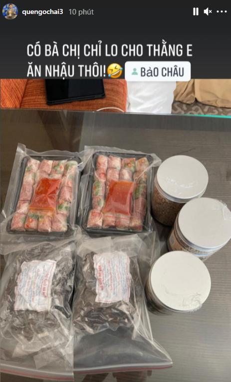 Khám phá list đồ ăn vặt được tuyển thủ Việt Nam mang sang UAE: Mỳ tôm, nem chua và cả gia vị thần thánh  - Ảnh 3.