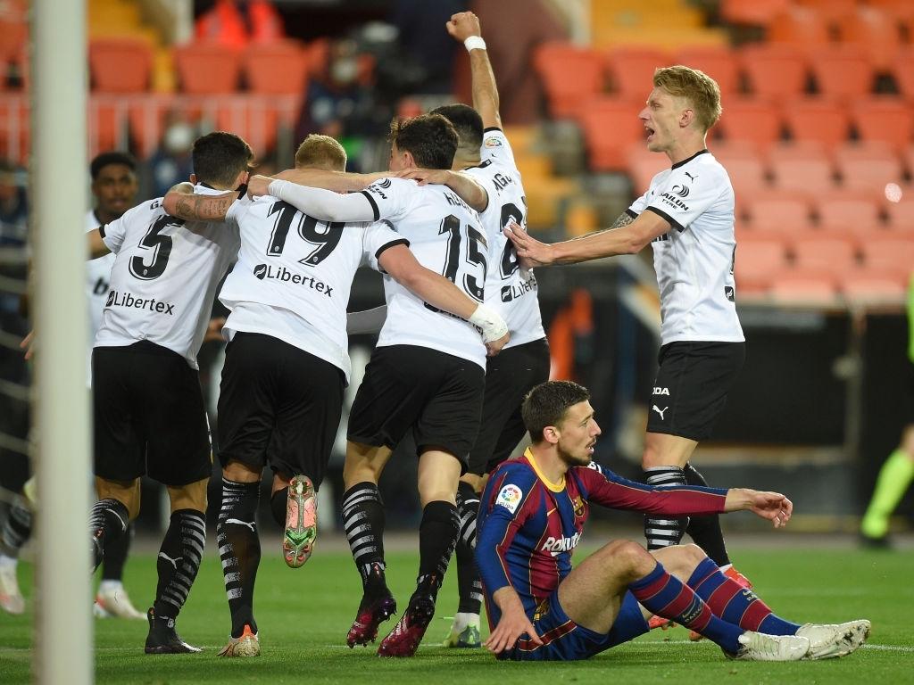 Barcelona thắng ngược kính tính trước Valencia để trở lại đường đua vô địch La Liga - ảnh 5