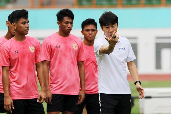 """Nhìn từ thất bại của đồng nghiệp ở Đông Nam Á, HLV Park Hang-seo may mắn vì có những """"cánh tay"""" đặc biệt - Ảnh 2."""