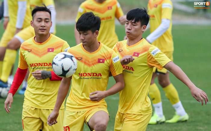 HLV Park Hang-seo mạo hiểm gọi Đoàn Văn Hậu lên tuyển chuẩn bị đá Vòng loại World Cup - Ảnh 1.