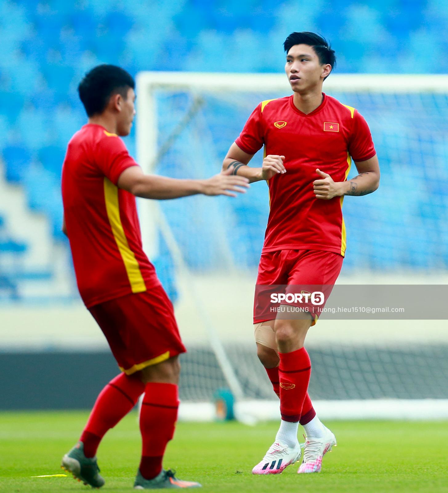 Tuấn Anh không ra sân tập trước trận Việt Nam - Malaysia - Ảnh 8.