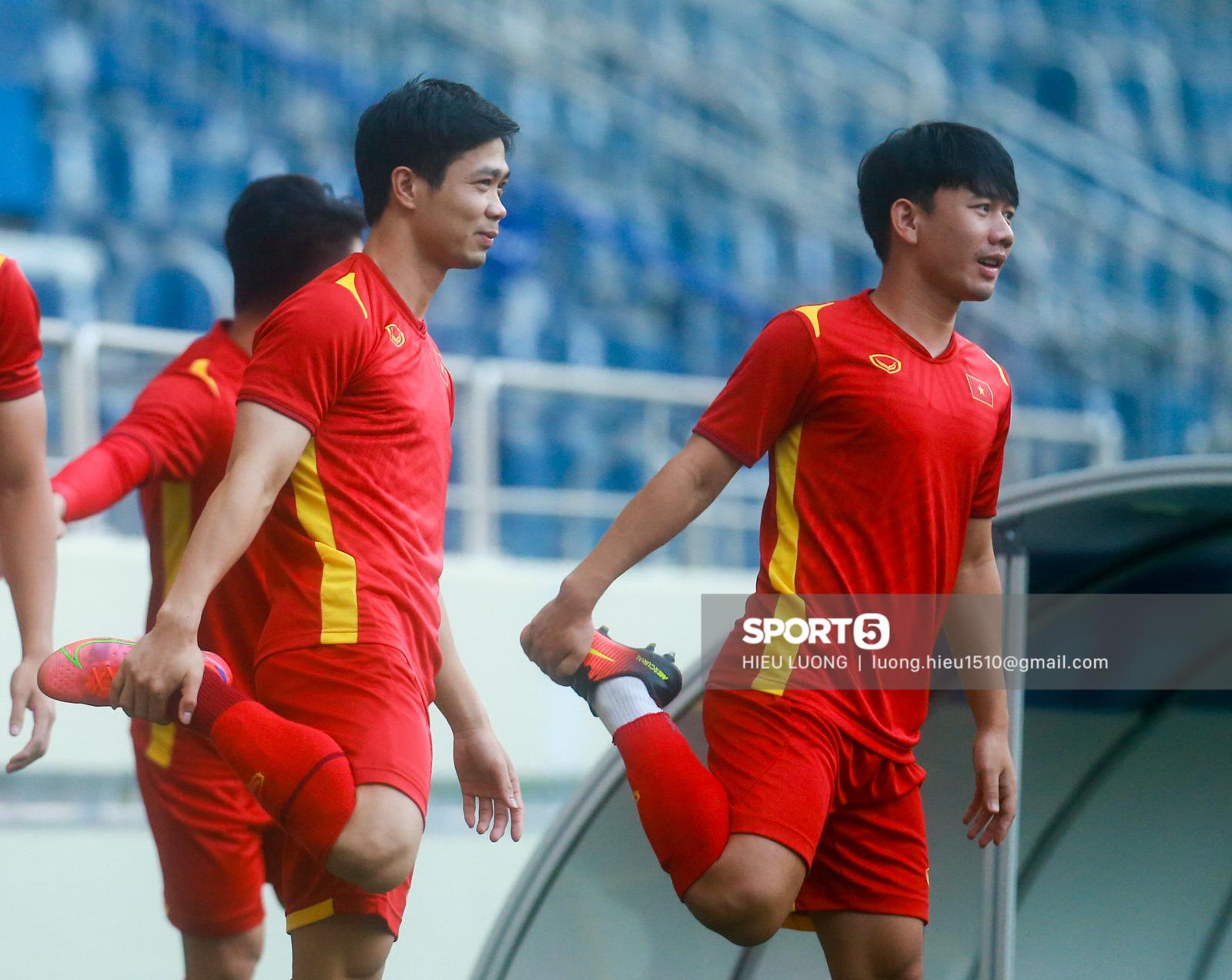 Tuấn Anh không ra sân tập trước trận Việt Nam - Malaysia - Ảnh 1.